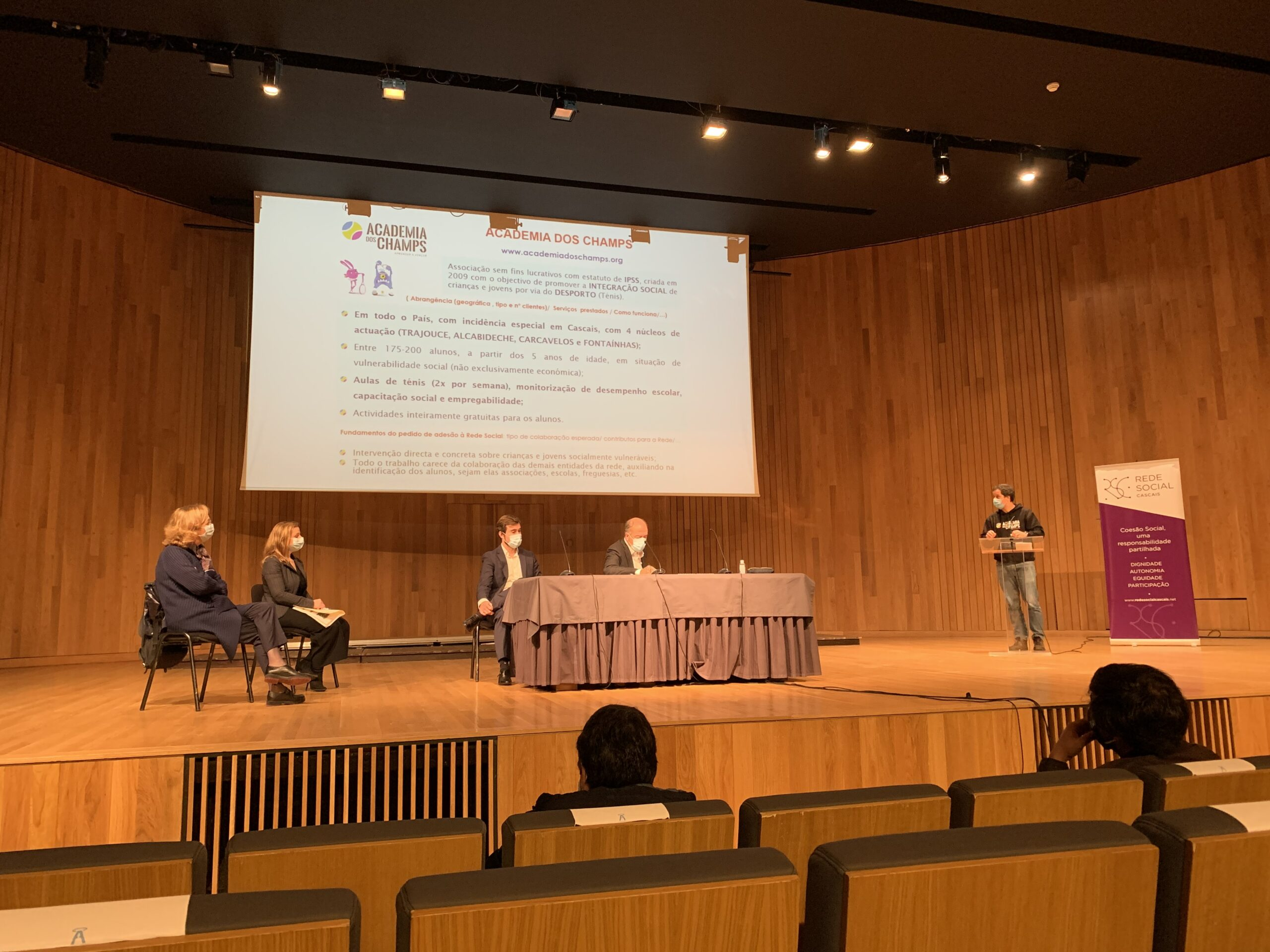 Membro da Academia dos Champs apresenta a organização recém aderente à Rede Social Cascais