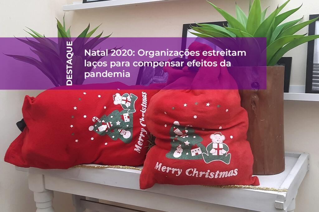 Sacos de Natal cheios de presentes com etiqueta com o título do artigo