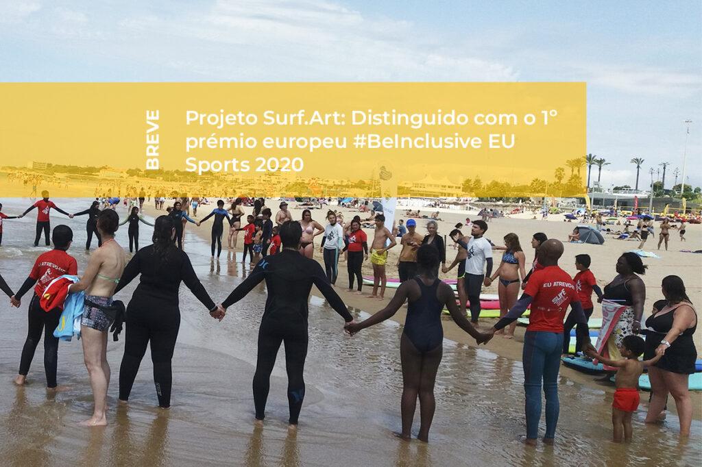Jovens e crianças do Projeto Surf-Art na praia